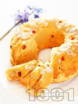 Пухкав великденски козуначен кекс с бадеми, стафиди и папая за хлебопекарна - снимка на рецептата